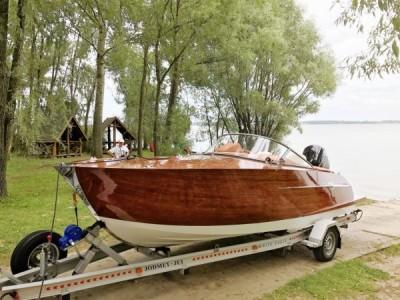 Wodowanie jachtu motorowego - White Eagle