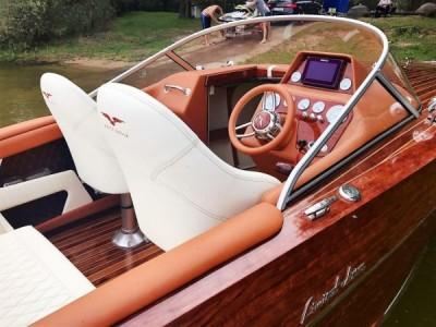 Jachty, łodzie motorowe, szkutnictwo - White Eagle