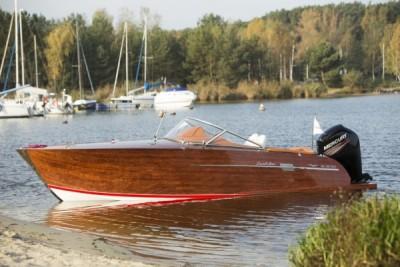 Testy na wodzie jachtu, łodzi - White Eagle