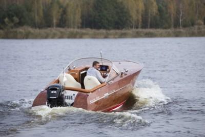 Budowa jachtów, motorówek - wodowanie- White Eagle